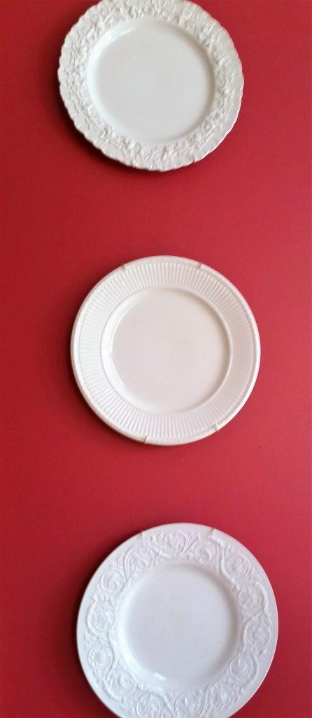livingroom-creamware-plates