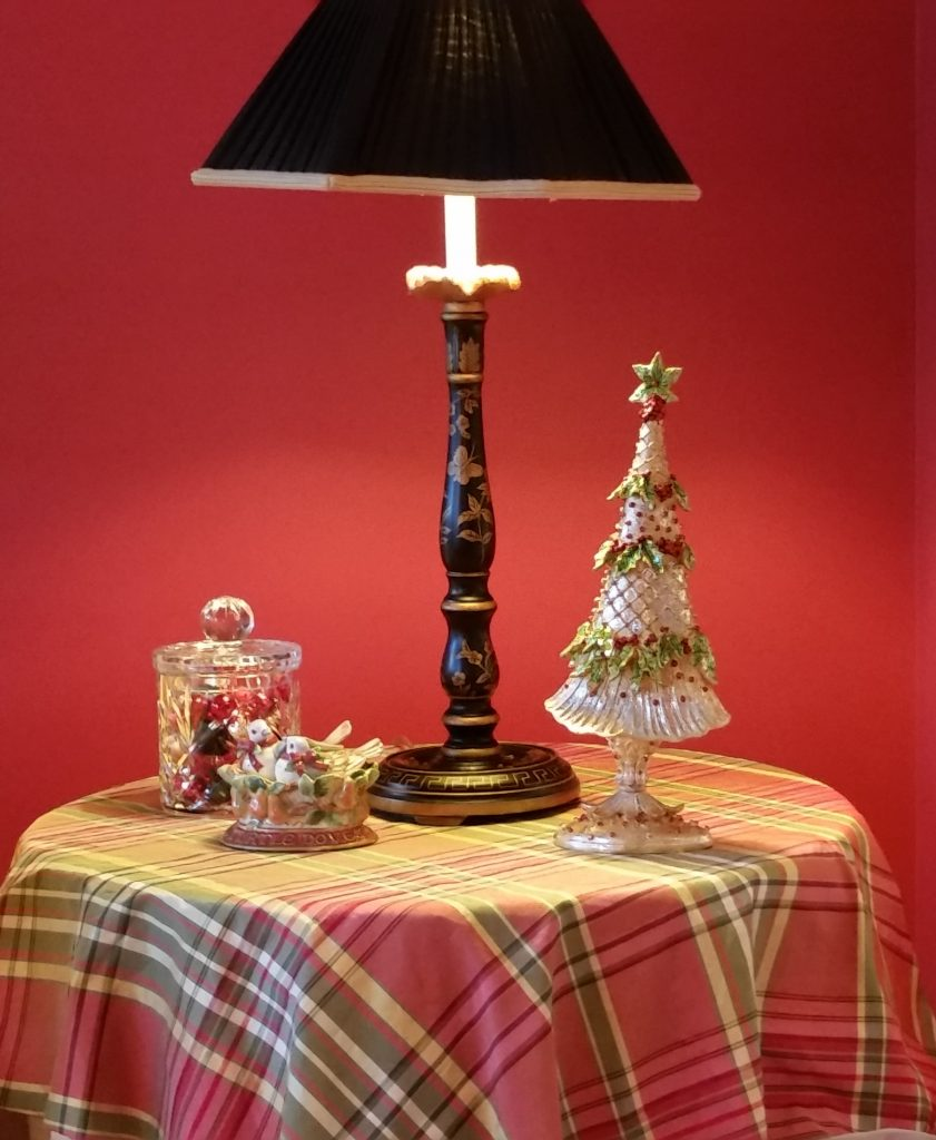 livingroom-side-table-xmas