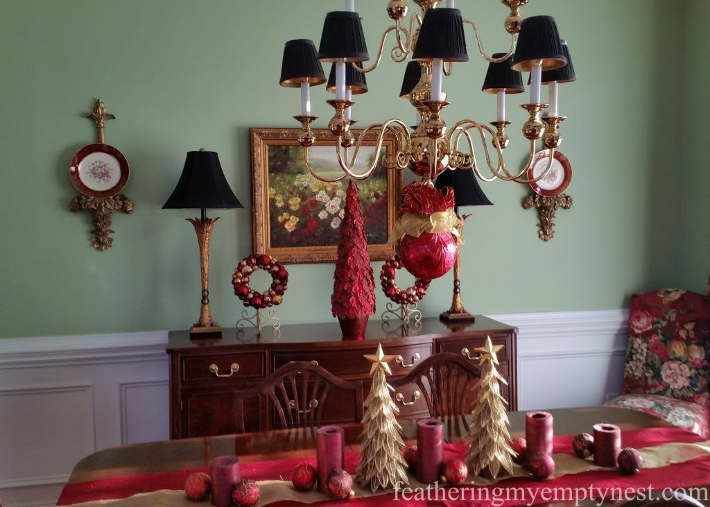Christmas dining room decorations --Christmas Centerpiece Conundrum