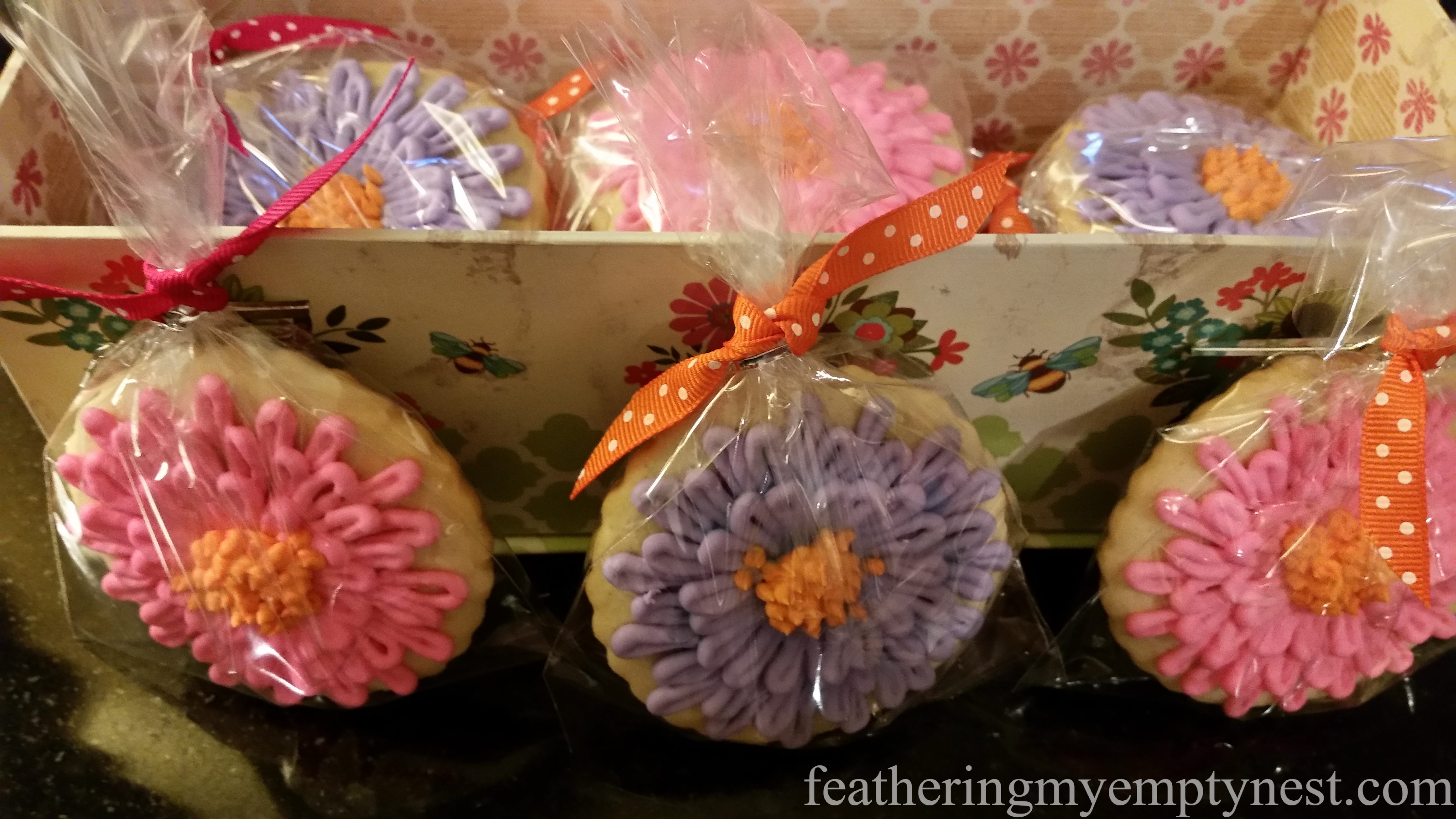--How To Make Zinnia Decorated Sugar Cookies For Mother's Way