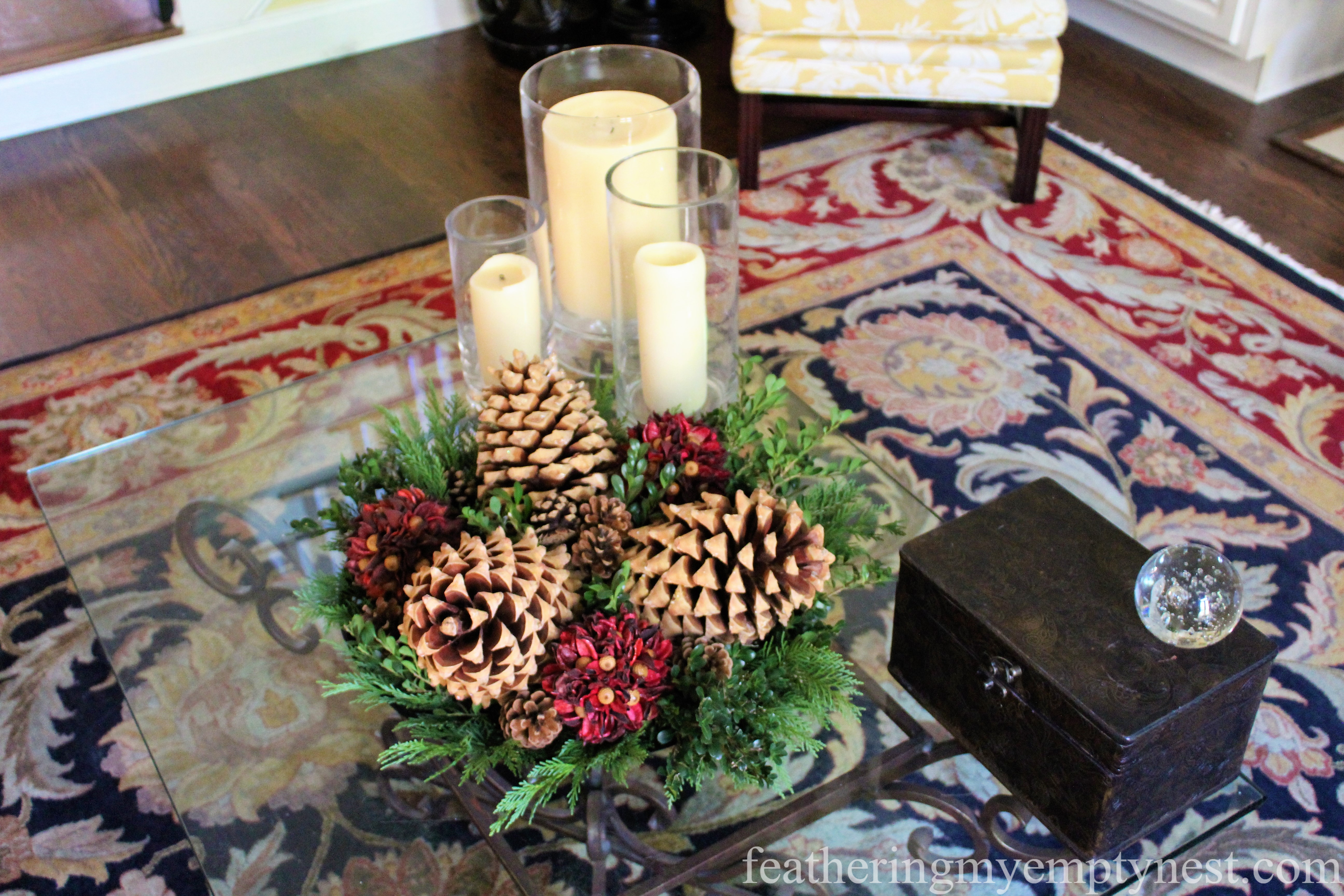 Family room Christmas/winter coffee table --Easy Fall To Christmas Coffee Table Arrangements