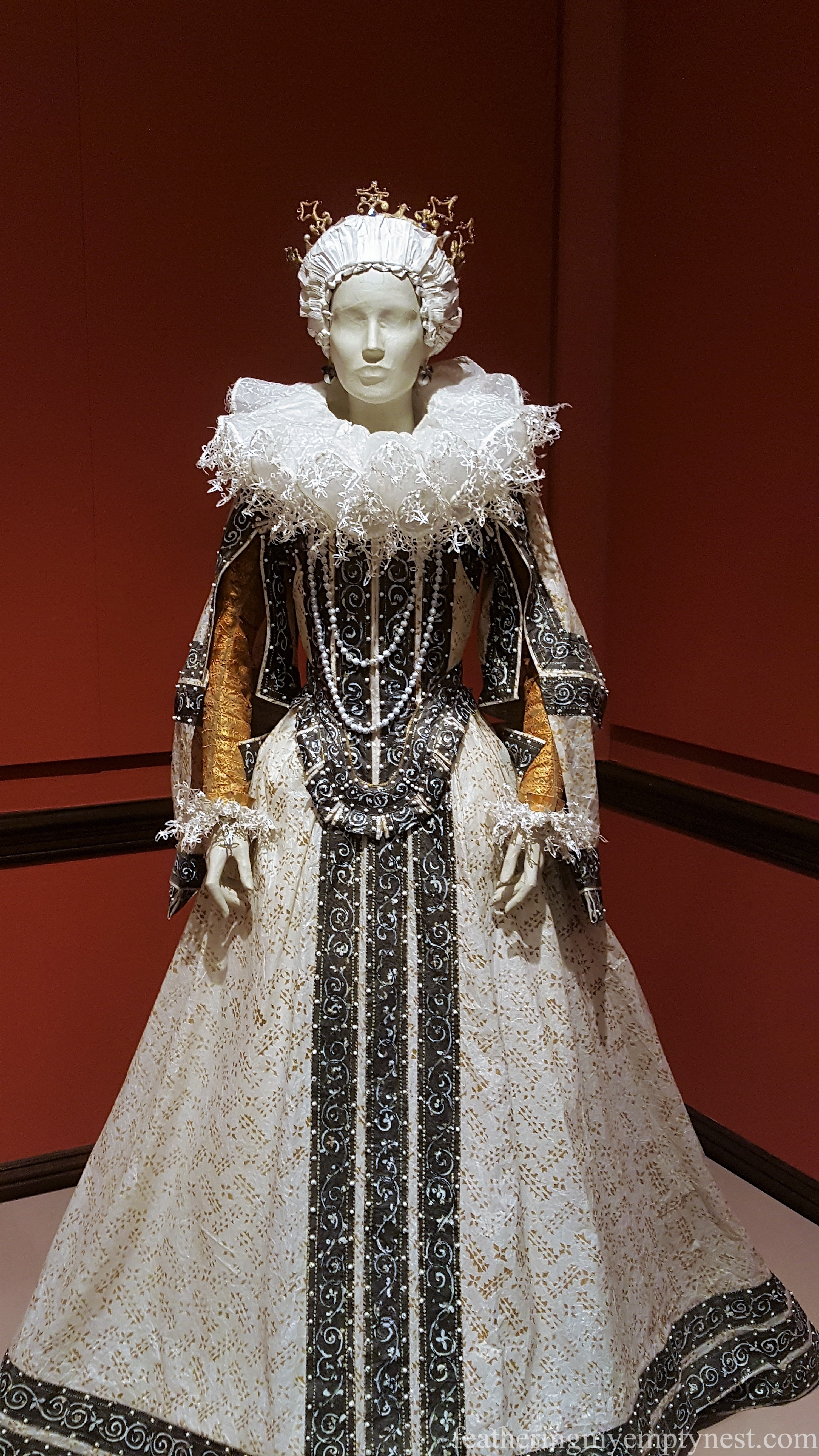 Medici Series of historical fashions by Isabelle de Borchgrave --Astonishing Paper Art Fashions