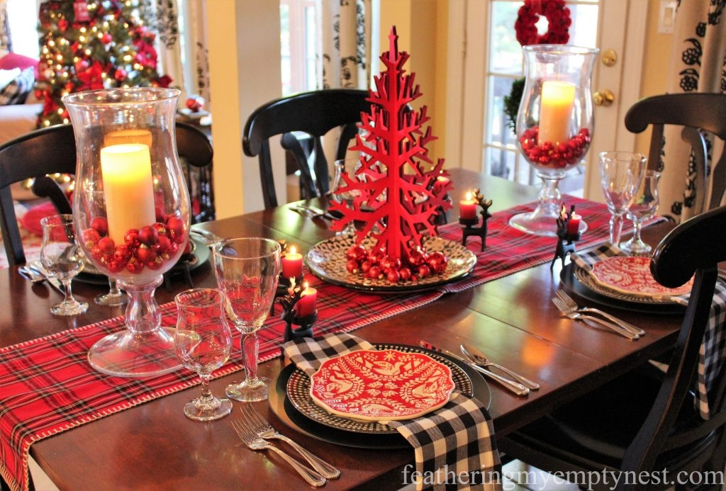 A casual Christmas table that features graphic red and black elements for a fun festive look.