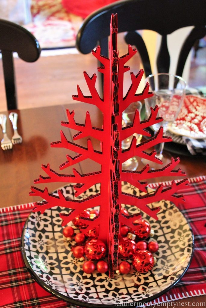 Red and black simple centerpiece on a Casual Christmas Table