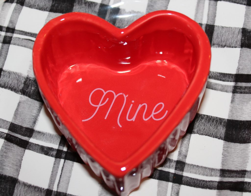 Adorable heart ramekins pop off black and white plaid plates in this fun and festive Valentine's tablescape.
