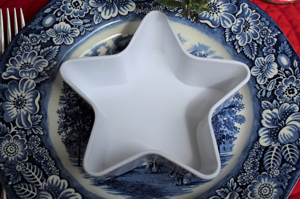 Melamine star bowl are just the ticket for a patriotic tablescape.